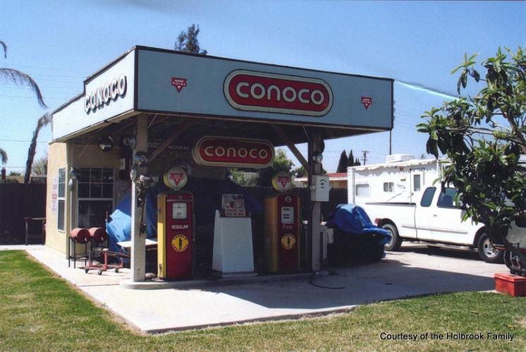 Conoco Gas Station - Ontario