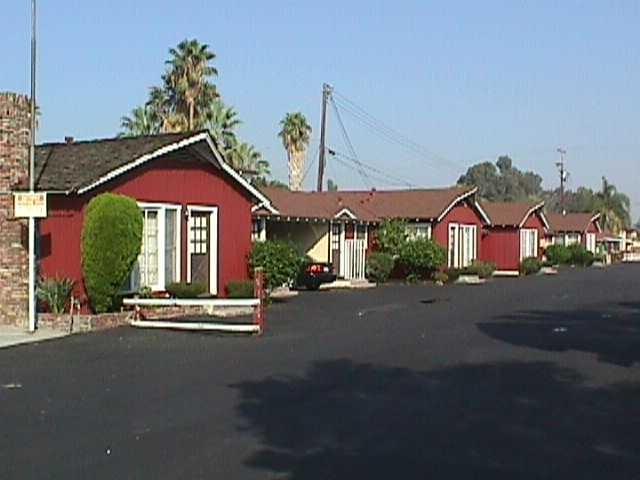 Farm House Motel Riverside