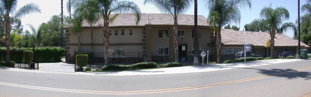 Mendoza Mansion - Riverside