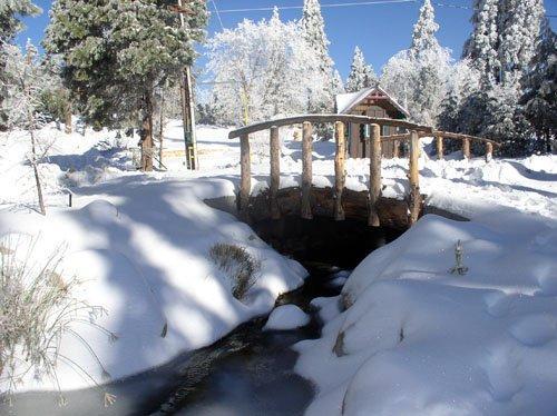 Pine Rose Cabins foot bridge - Arrowhead